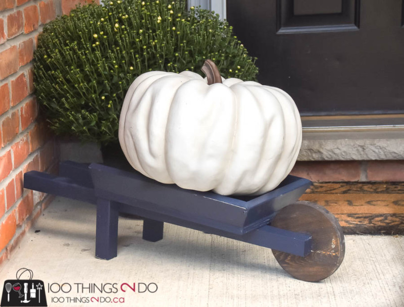 Fall outdoor decor, DIY wheelbarrow, decorative wheelbarrow, fall decor, fall front porch, autumn DIY